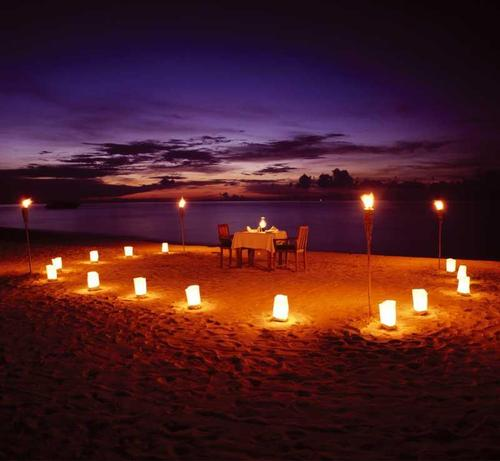 Cenas rom nticas en la playa playa del carmen - Mesitas de noche romanticas ...